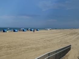 Still a fair amount of people on the beach at 30th Street.