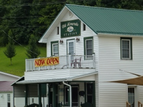 You can stop for a tasty lunch in Alvarado